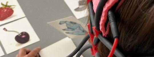 Bild tDCS-Gerät auf dem Kopf